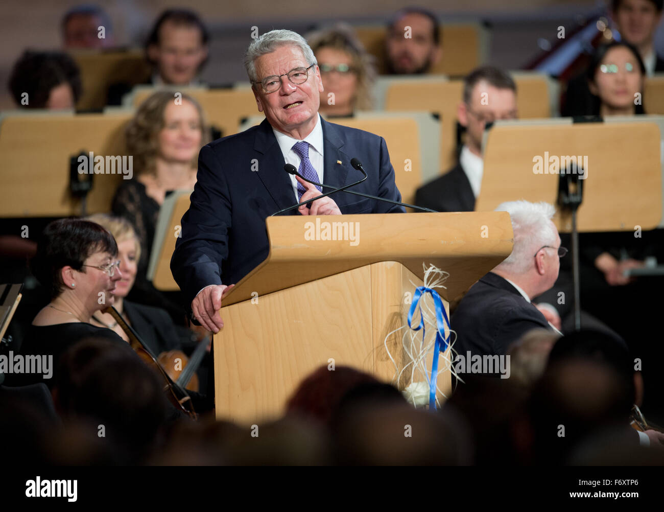 Freiberg, Germany. 21st Nov, 2015. German President Joachim Gauck delivers a speech during a ceremonial act marking - Stock Image