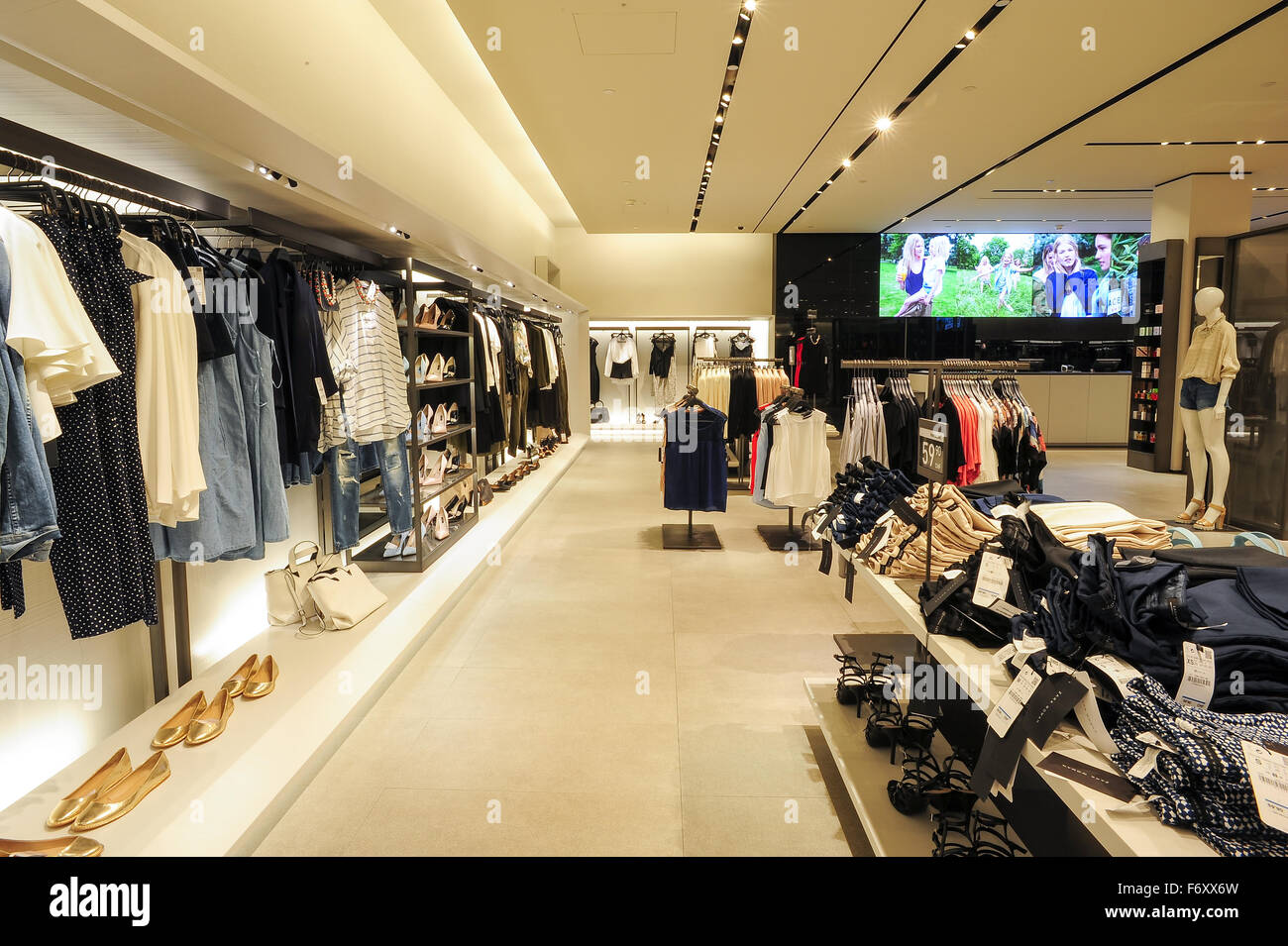 Shopping Zara High Resolution Stock Photography And Images Alamy