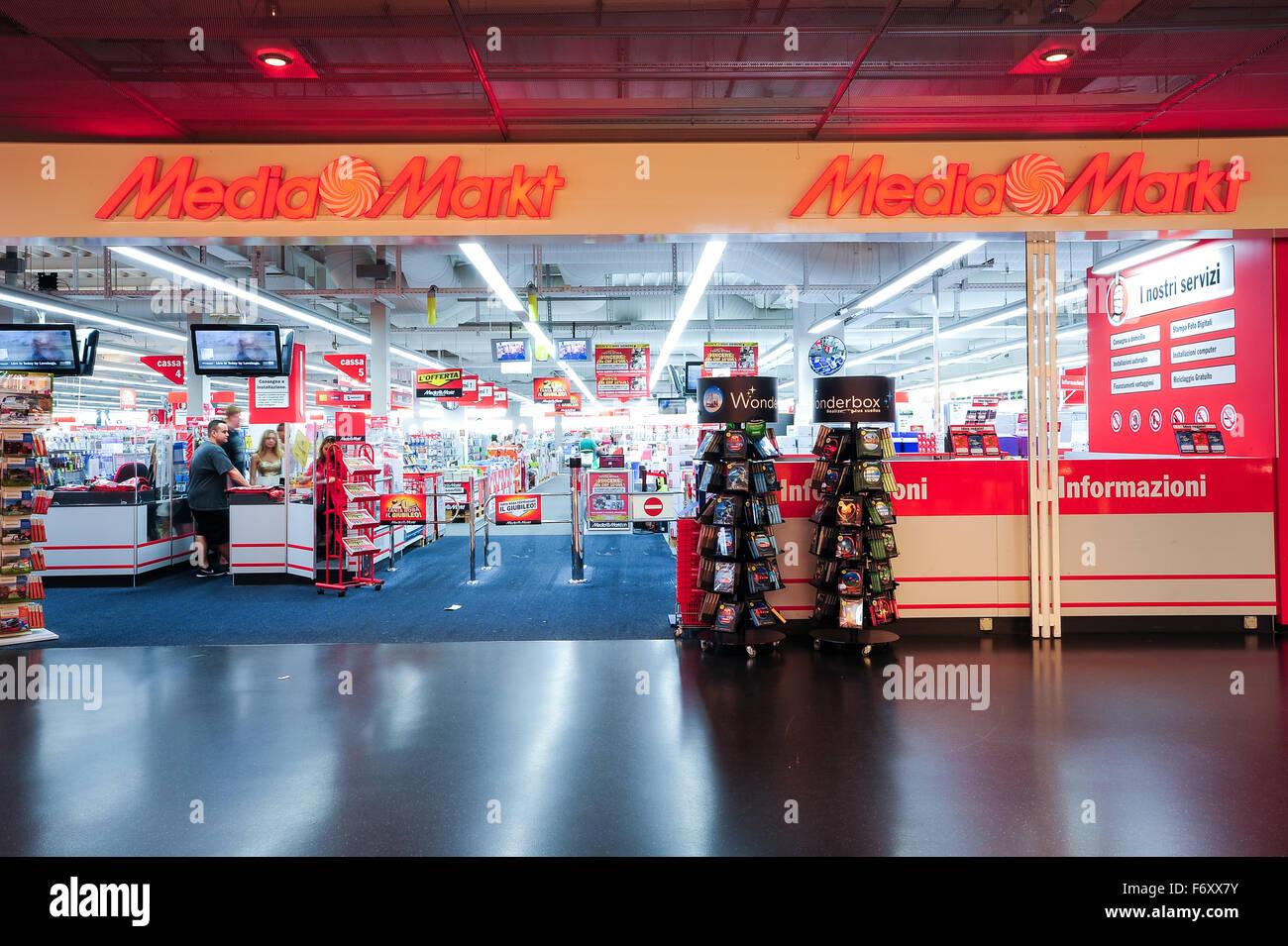 Electronics Shop Supermarket Store Stock Photos & Electronics Shop ...