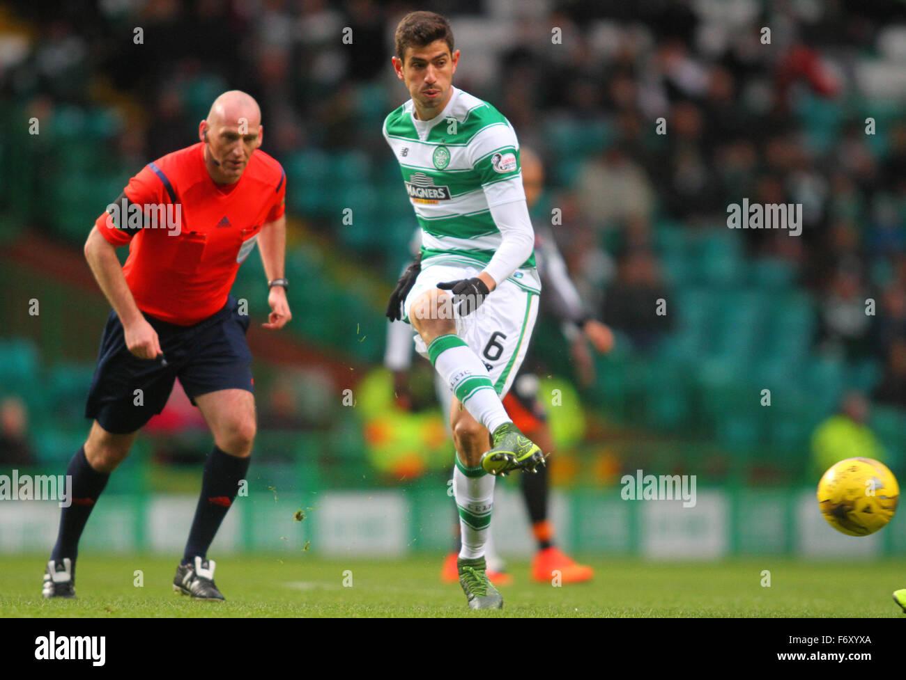 Glasgow, Scotland. 21st Nov, 2015. Scottish Premier League. Celtic versus Kilmarnock. Nir Bitton plays the ball - Stock Image