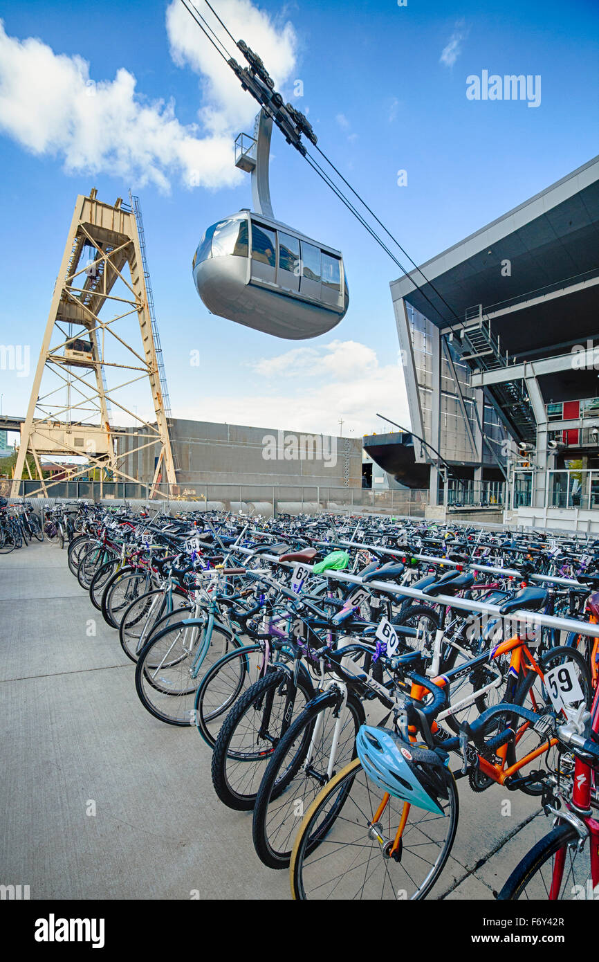 Modes of transportation, bikes and the aerial tram near the base on the South Waterfront. - Stock Image