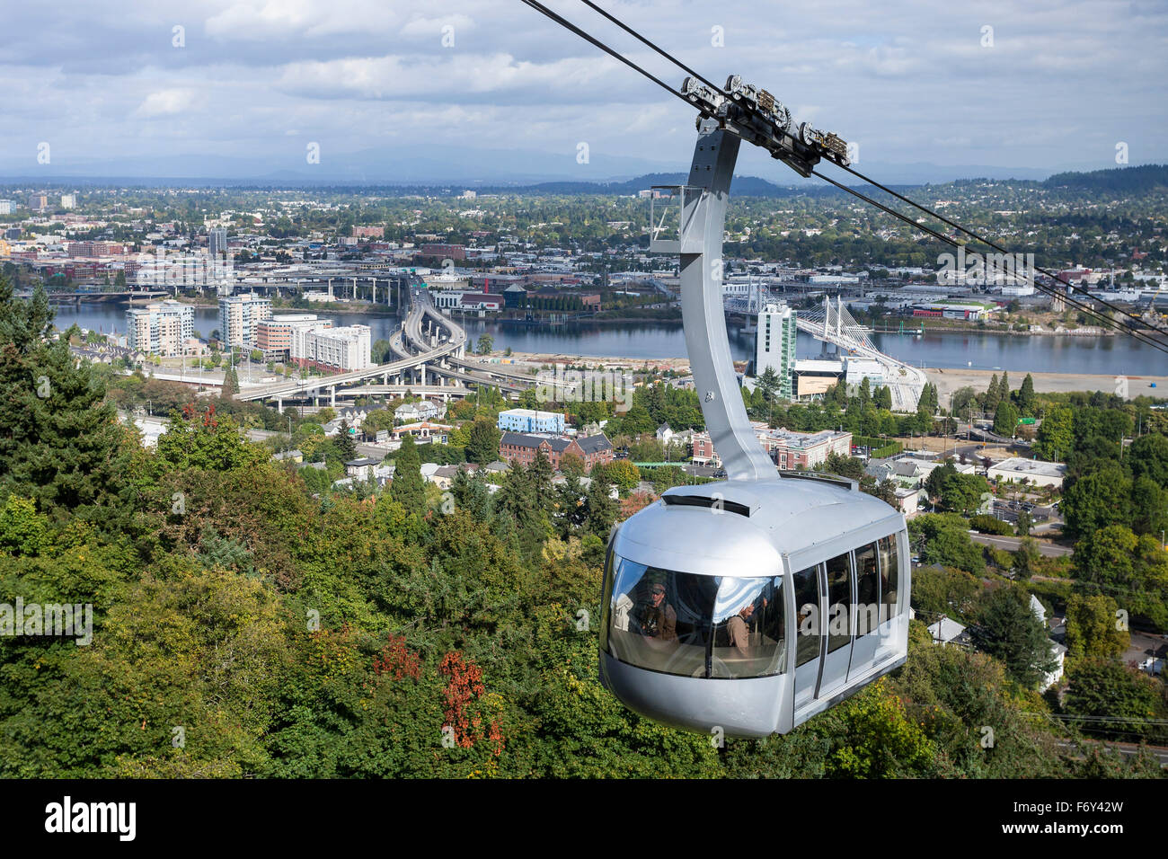 The Aerial Tram arrives overlooking  Portland, Oregon. - Stock Image