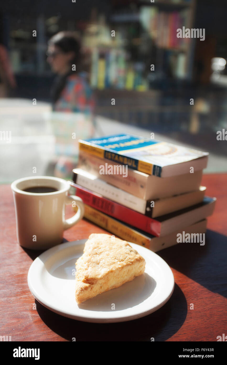 Coffee and a scone in one of the world's largest bookstores, Powell's City of Books in Portland, Oregon. - Stock Image