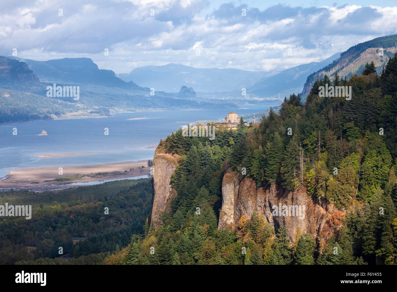 The Vista House overlooks the Columbia Gorge at Crown Point near Portland, Oregon. - Stock Image