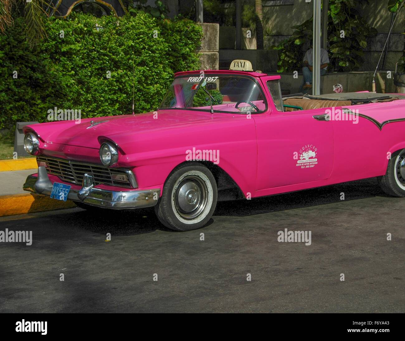 1950's cars are seen throughout Cuba - Stock Image
