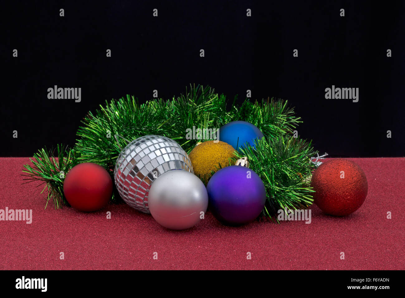 Tinsel Garland Stock Photos & Tinsel Garland Stock Images - Alamy
