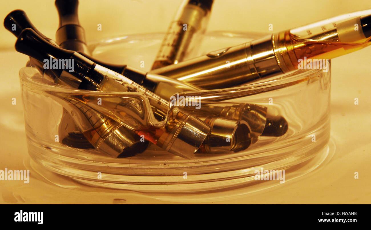vape,vapouriser,smoking,herbal,ecig,e cigarettte,glass,ashtray Stock Photo