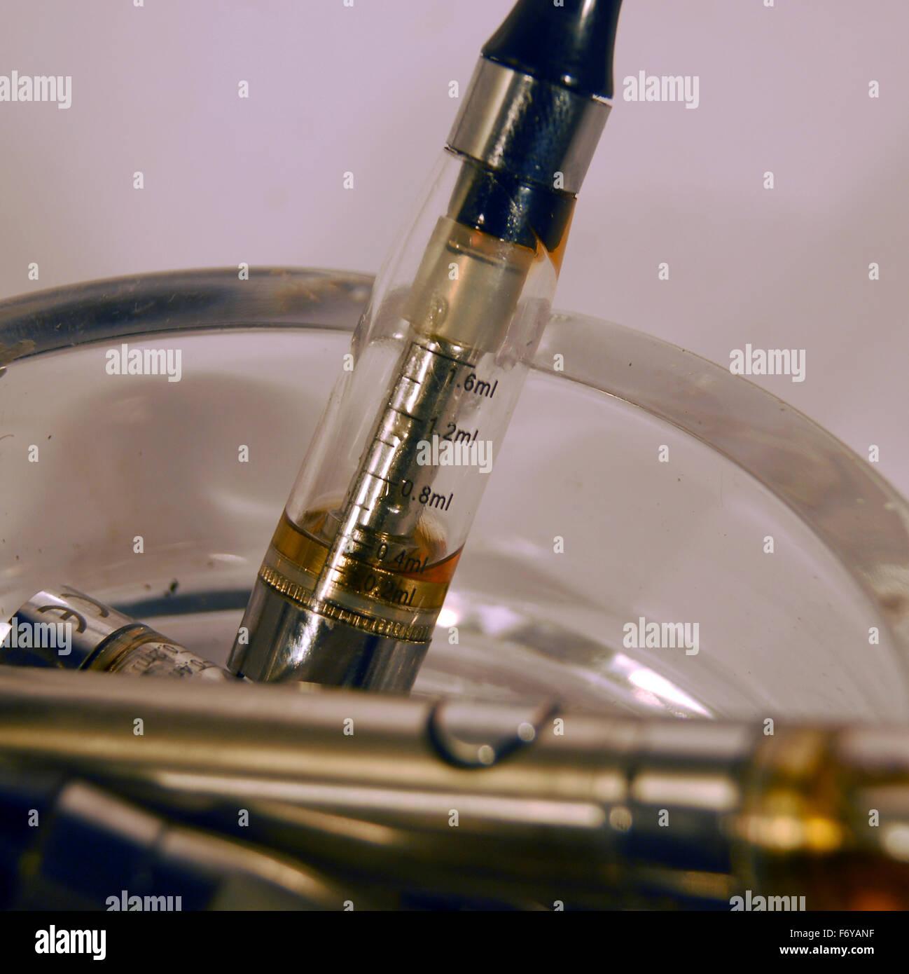 vape,vapouriser,smoking,herbal,ecig,e cigarettte,glass,ashtray - Stock Image