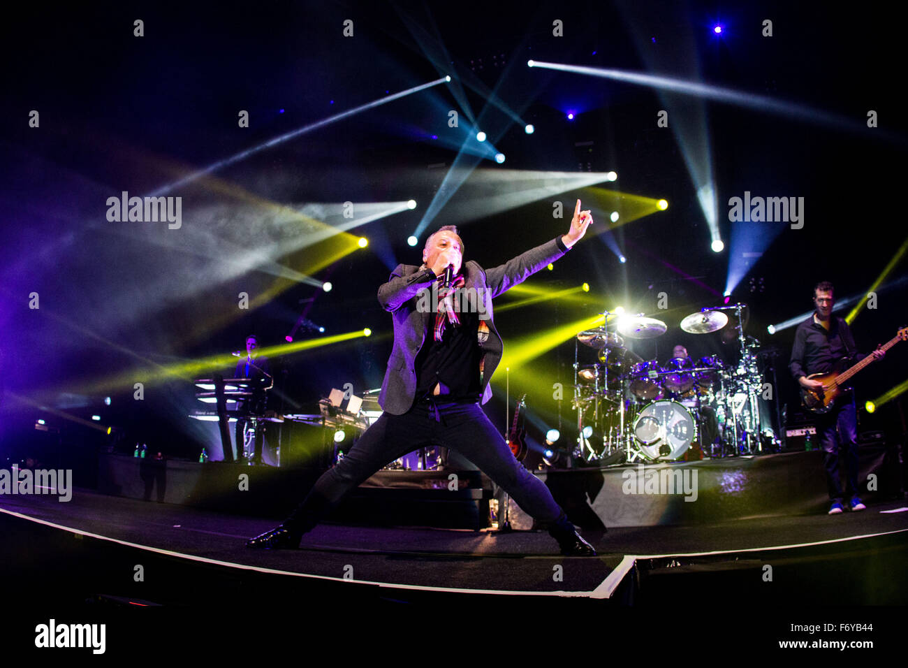 Assago Milan, Italy. 21st November, 2015. Simple Minds perform live at Mediolaun Forum Credit:  Roberto Finizio/ - Stock Image