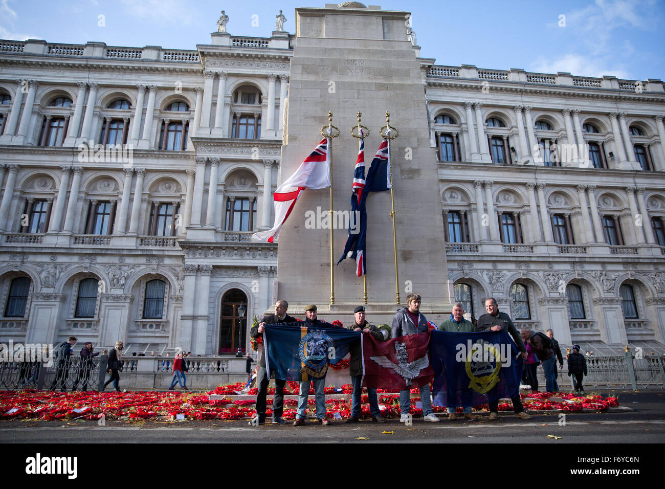 London, UK. 21st Nov, 2015. British military veterans pay their respects in front of the Cenotaph in Whitehall before - Stock Image