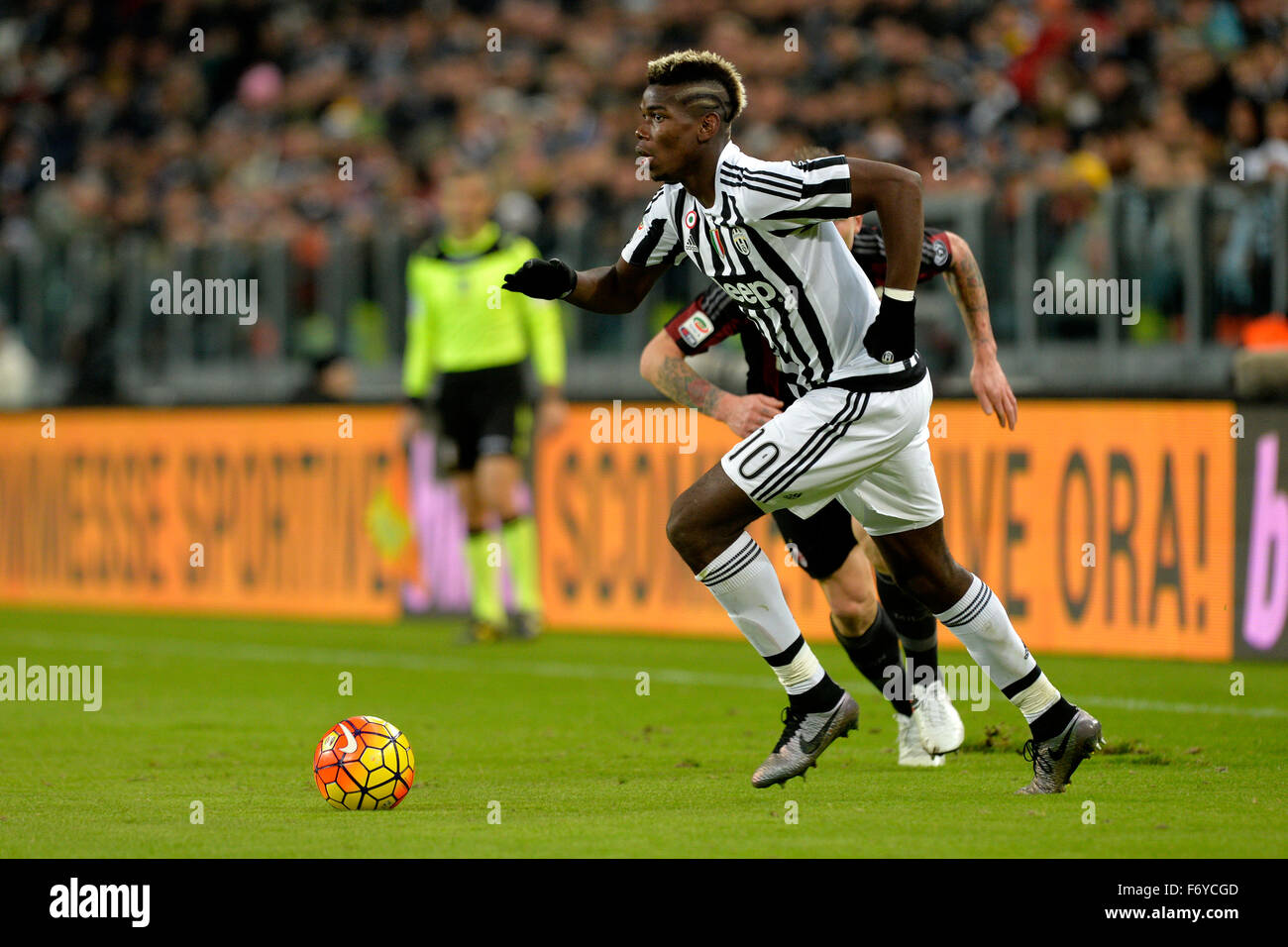 Turin, Italy. 21st Nov, 2015. Serie A Football. Juventus versus AC Milan. Paul Pogba on the ball Credit:  Action Stock Photo