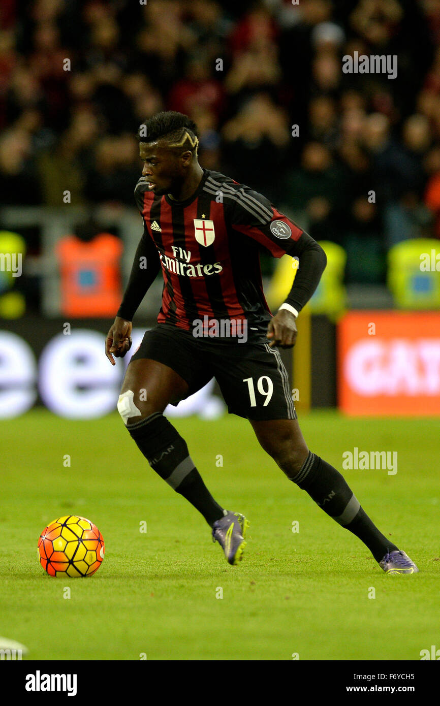 Turin, Italy. 21st Nov, 2015. Serie A Football. Juventus versus AC Milan. M'Baye Niang on the ball Credit:  Action Stock Photo