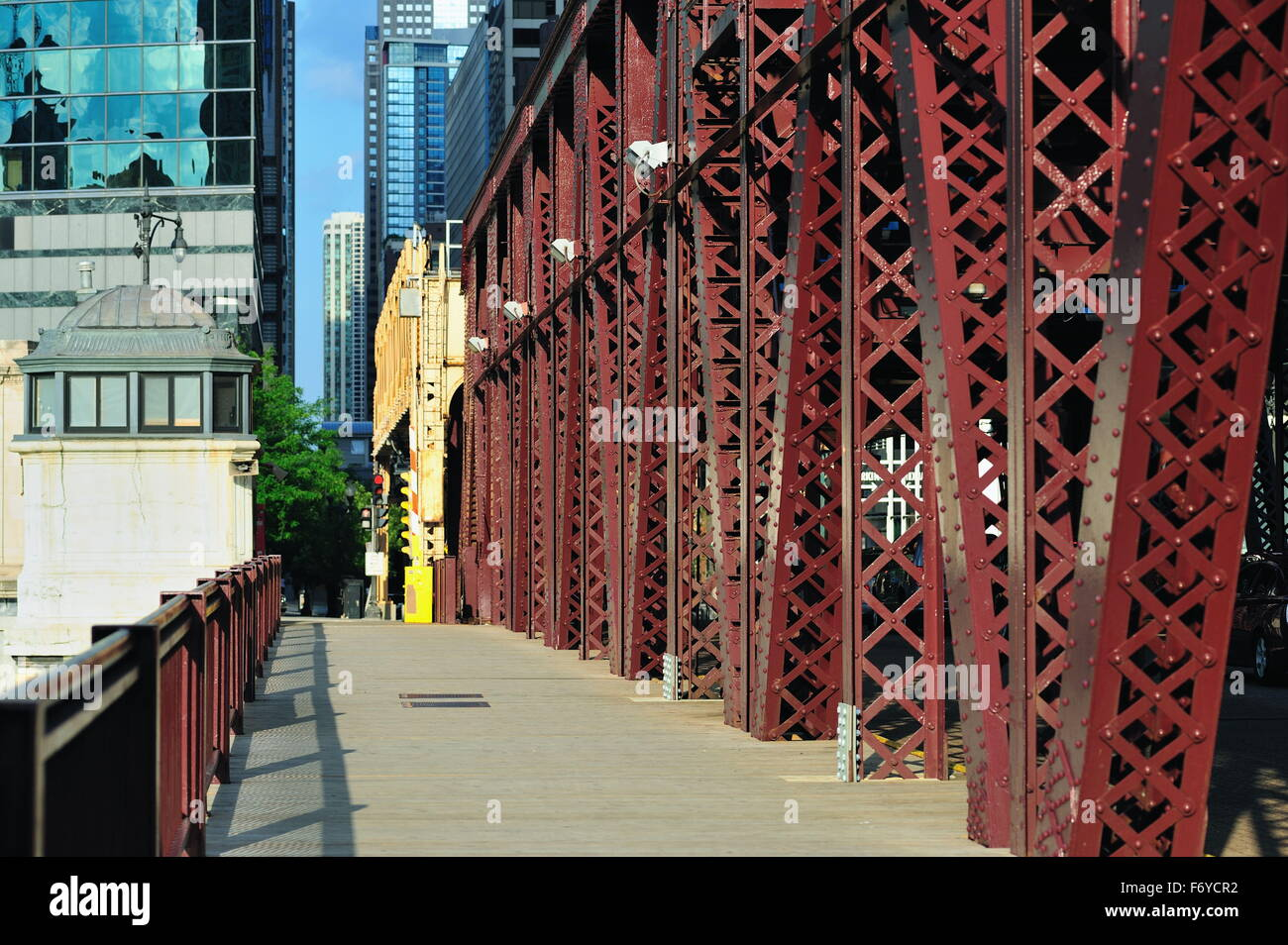 Girders and pedestrian deck on the double-deck Lake Street Bridge over the Chicago River in Chicago, Illinois, USA. - Stock Image