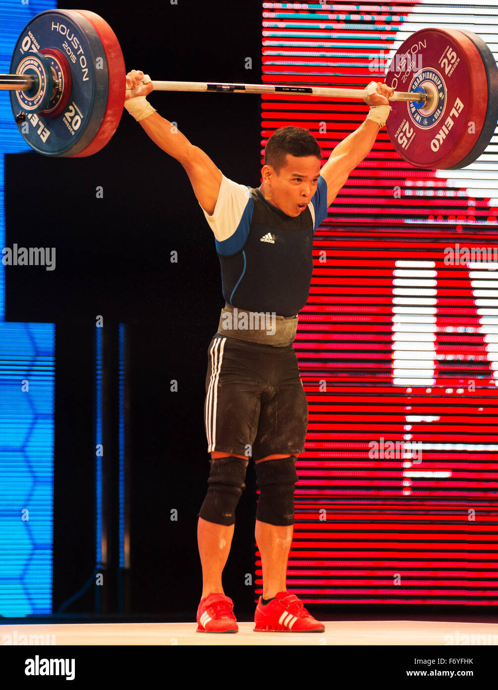 Houston, Texas, USA. 21st November, 2015. Nestor Colonia lifts 124 kilos in the snatch at the World Weightlifting - Stock Image