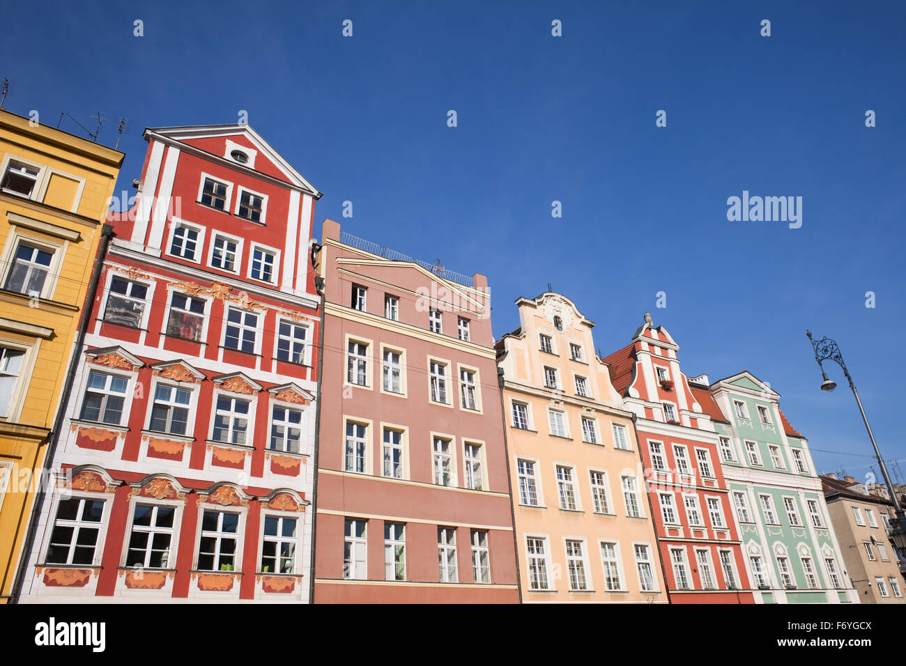 Row of historical tenement houses in the Old Town of Wroclaw in Poland. - Stock Image