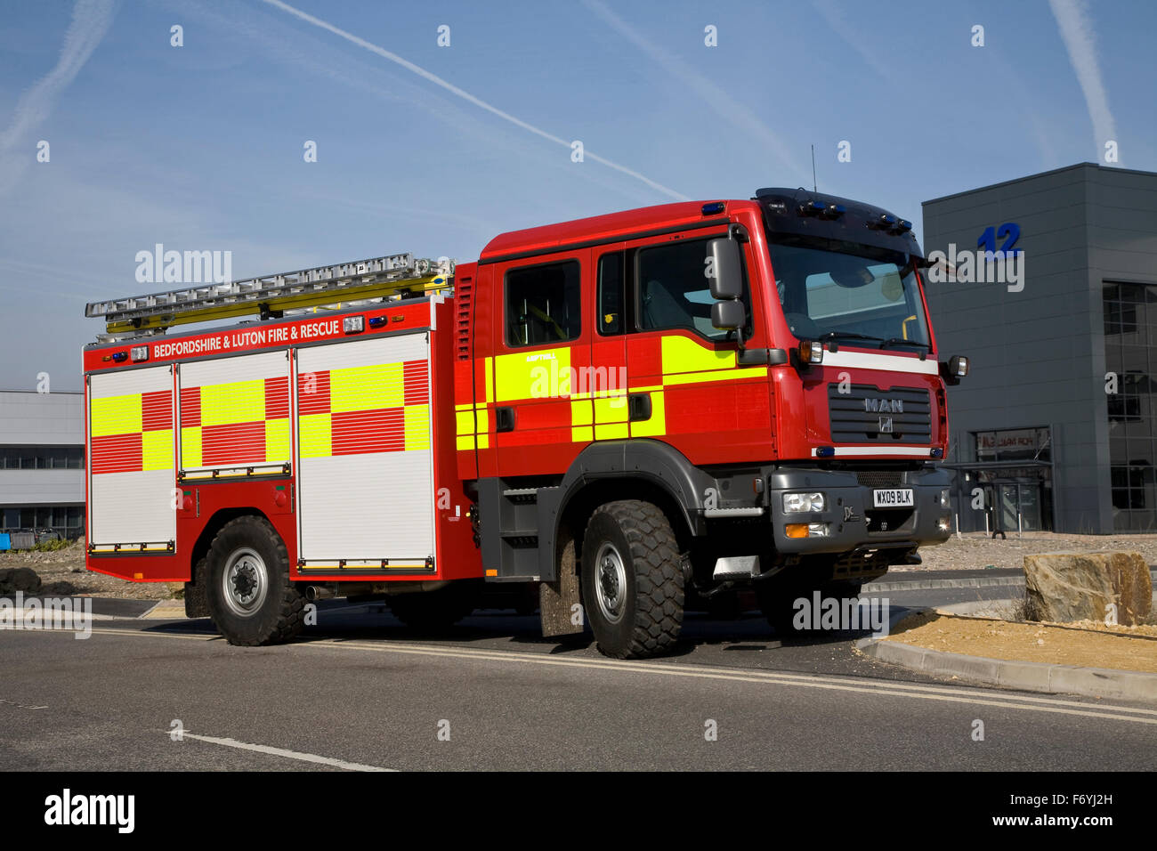 Off Road Fire Truck >> Man Off Road Fire Truck Stock Photo 90346665 Alamy