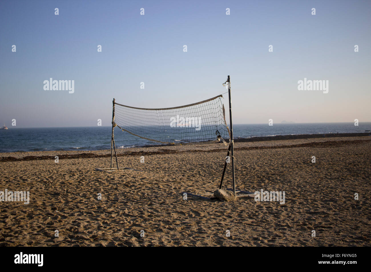 A volleyball net sits unused on an unusually warm sunny day in November - Gyllyngvase beach (also known as Gylly - Stock Image