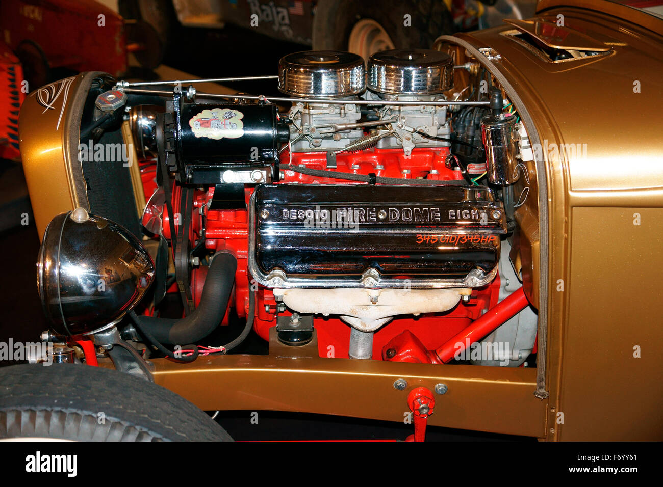 DESOTO FIRE-DOME EIGHT CYLINDER 5.7 LITRE. 345 CID / 345 HP TWIN CARB. Stock Photo