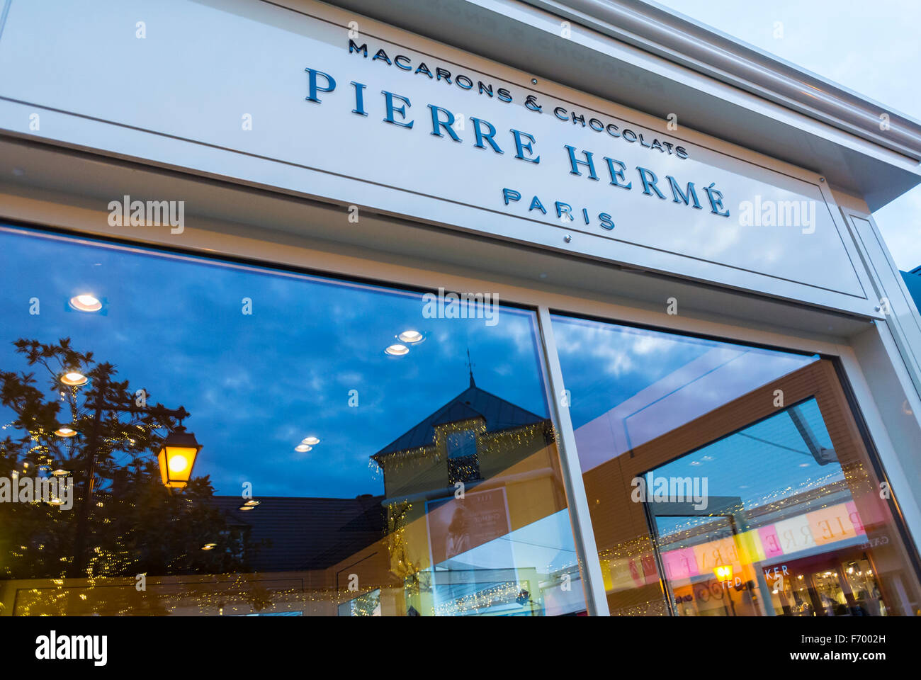 Paris, France, Chocolate Shop Window 'Pierre Hermé' Chocolatier Sign in Luxury Outlet Mall, Centre - Stock Image