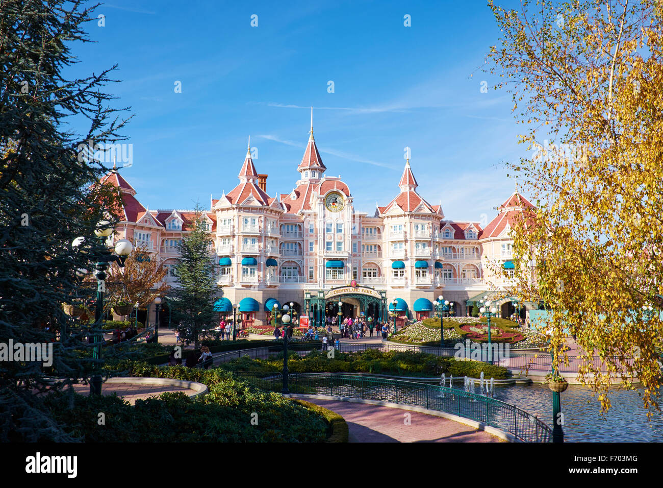 entrance to disneyland paris stock photos entrance to disneyland paris stock images alamy. Black Bedroom Furniture Sets. Home Design Ideas
