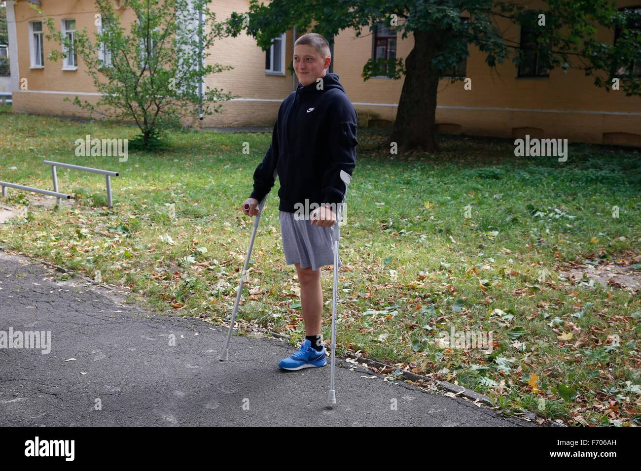 Sergiy Ilnivsky, 19-years-old, rehabilitates after losing one of his legs while fighting with the 79th Airmobile - Stock Image