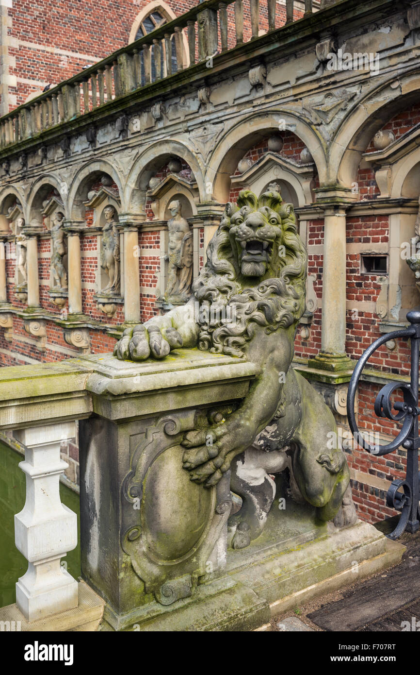 Stone lion in the Frederiksborg Castle (Slot), a Baroque palatial complex in Hillerod, Denmark - Stock Image