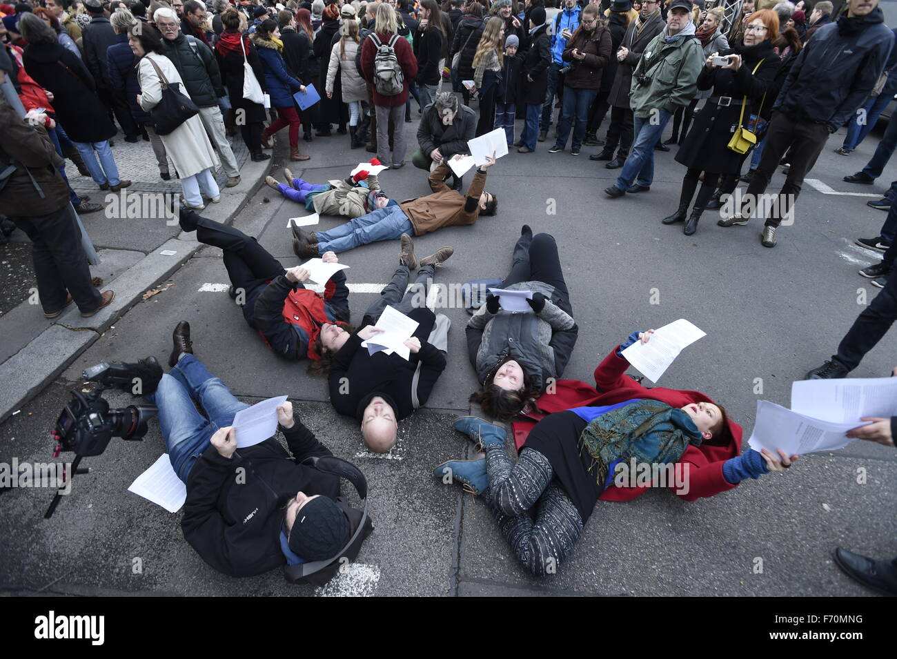 University students and other people met at Prague-Albertov to mark the November 17, 1939 and 1989 anniversaries - Stock Image