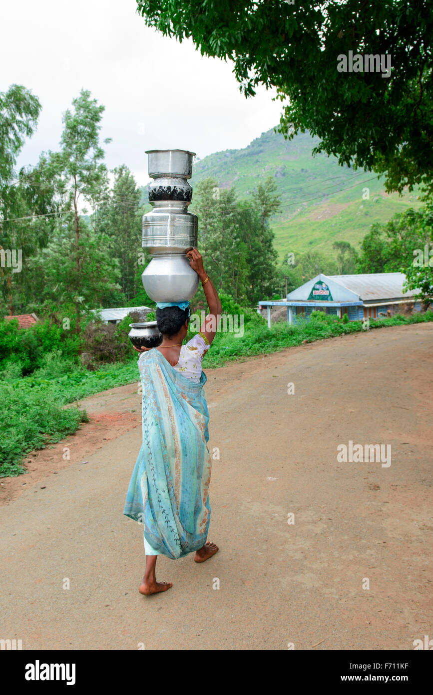 Women fetching water paderu, visakhapatnam, andhra pradesh, india, asia - Stock Image