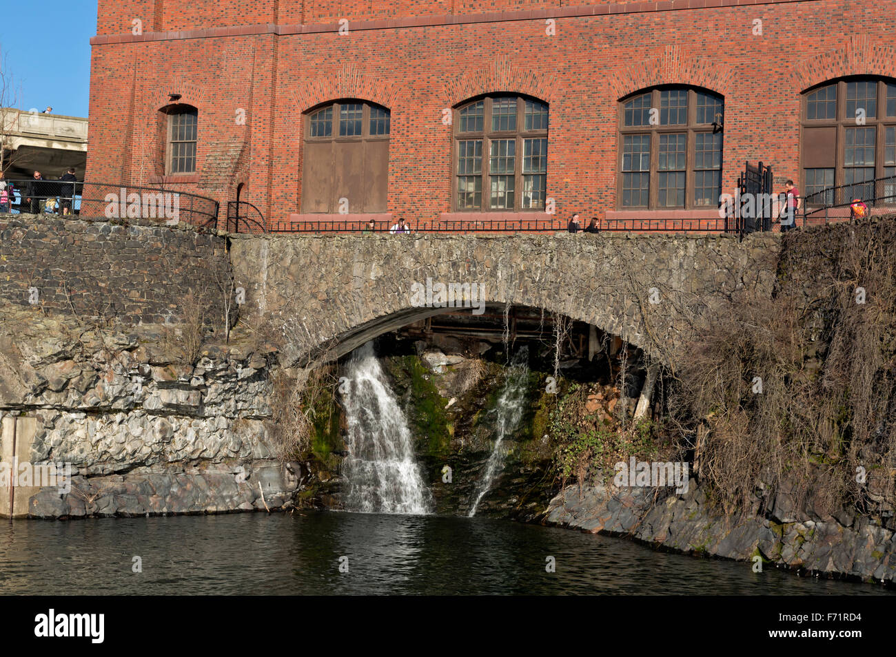WASHINGTON - A waterfall below the Washington Water Powerplant from Huntington Park at Spokane Falls in downtown - Stock Image