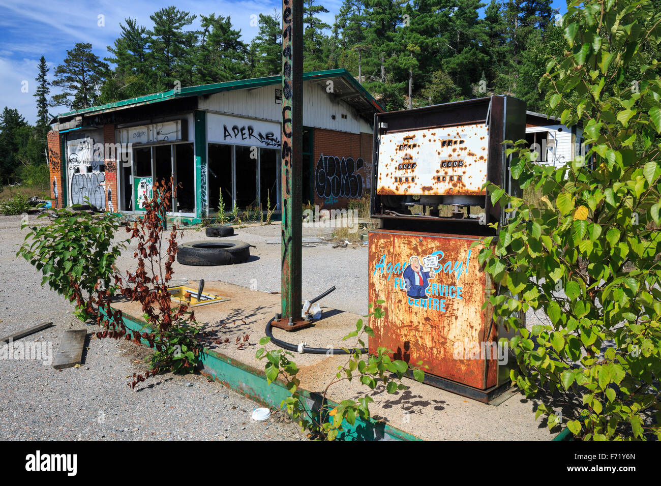 Abandoned gas station, Northwestern Ontario, Canada - Stock Image