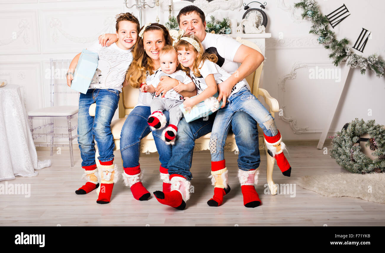 Christmas Family Pictures.Christmas Family Portrait In Home Holiday Living Room Kids