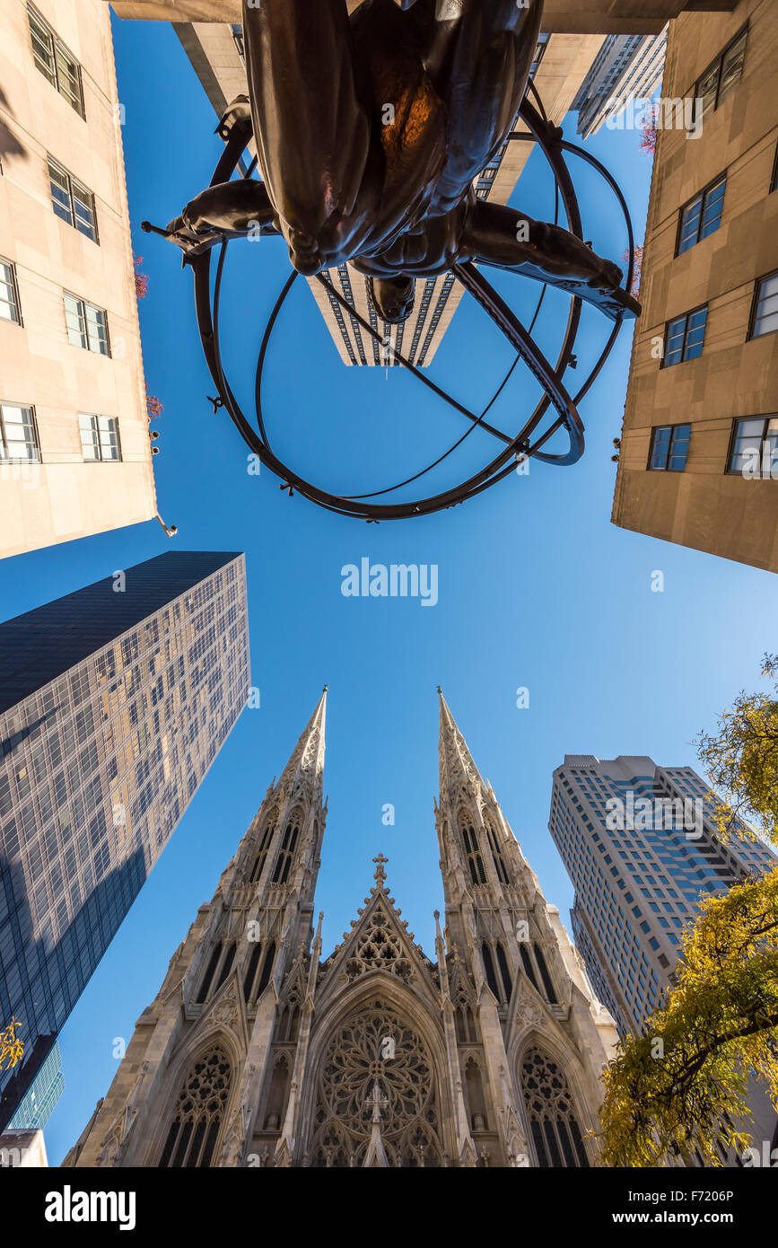 Wide angle view of Bronze statue of Atlas in front of Rockefeller Center and St. Patrick's Cathedral, Manhattan, - Stock Image