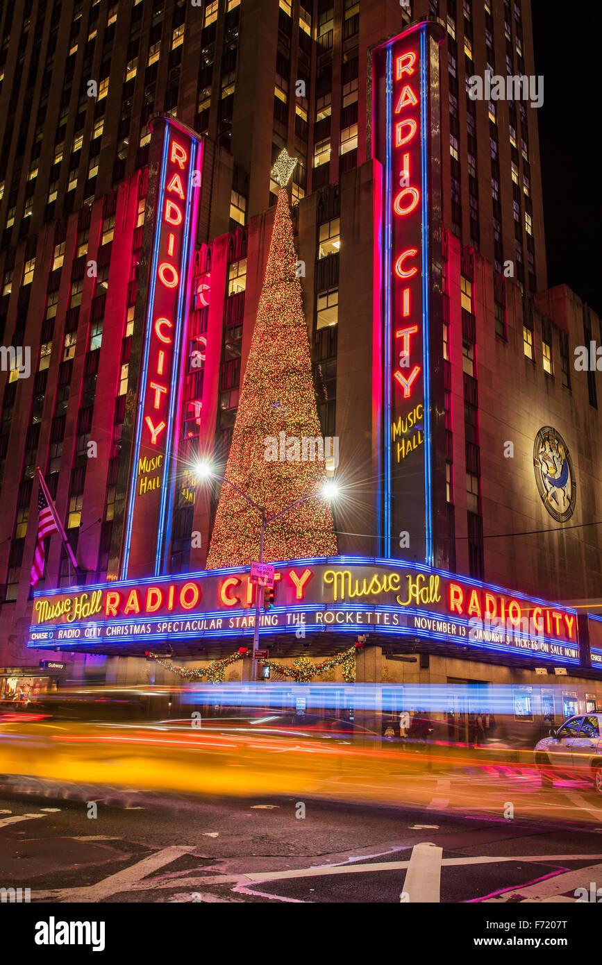 Night view of Radio City Music Hall, Rockefeller Center, Manhattan, New York, USA - Stock Image