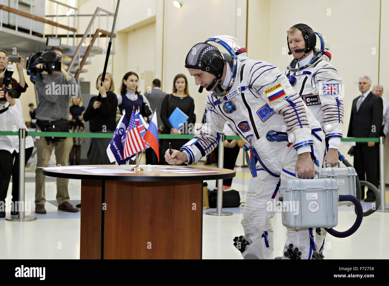 International Space Station Expedition 46 crew member Yuri Malenchenko of the Russian Federal Space Agency signs - Stock Image
