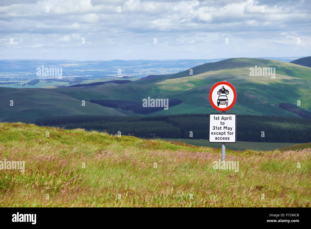 No motor vehicles sign in the Northumberland Countryside, England,UK. - Stock Image