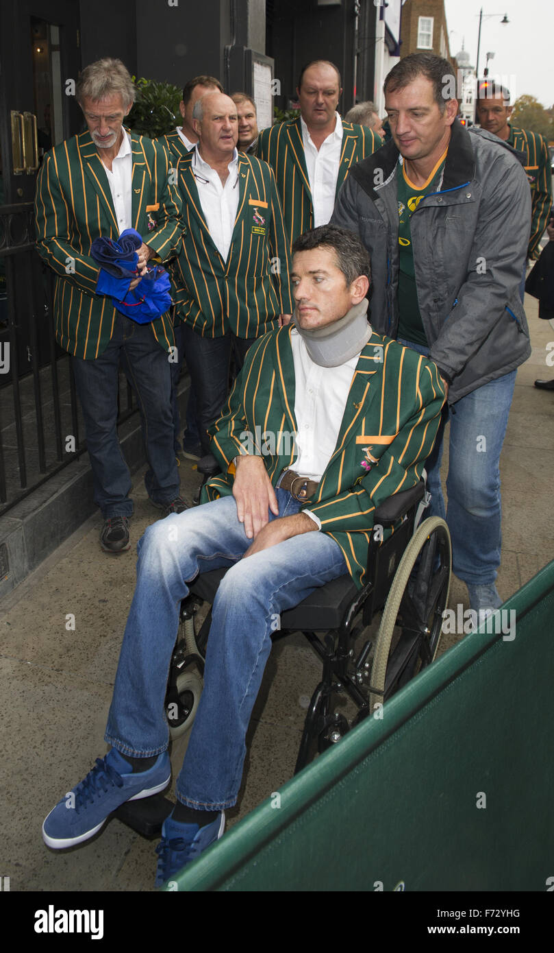The South African rugby team, who won the World Cup in 1995, arrive at Chicago Rib Shack in London to treat fans - Stock Image