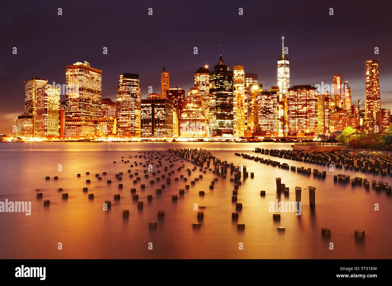 New York City, Lower Manhattan, view from Brooklyn Bridge Park - Stock Image