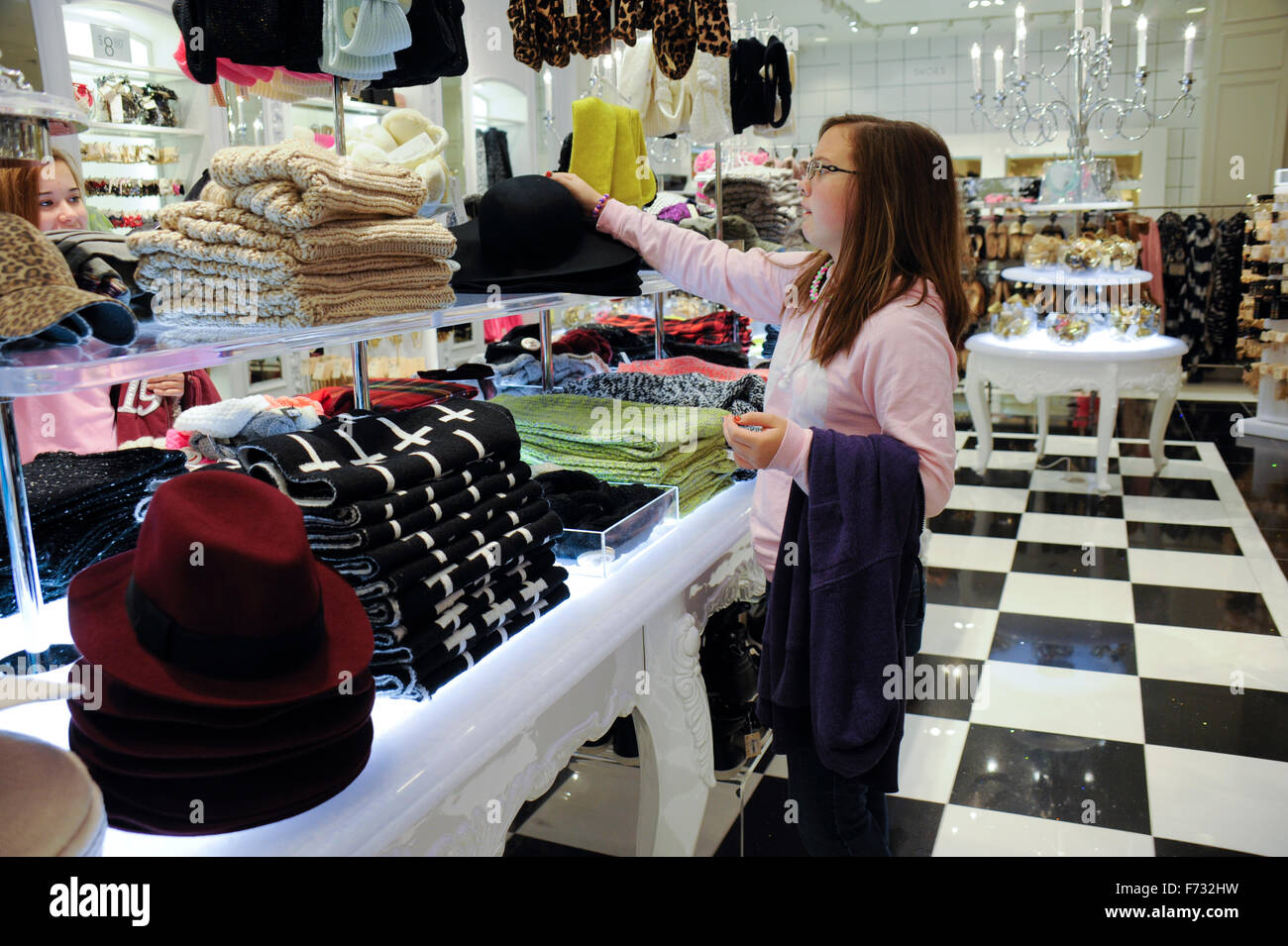 Pre-teens shopping in a mall store - Stock Image