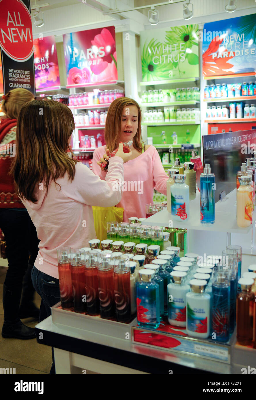 Two pre-teen girls shopping in 'Bath and Body Works' in the Greenwood Mall, Greenwood, Indiana - Stock Image