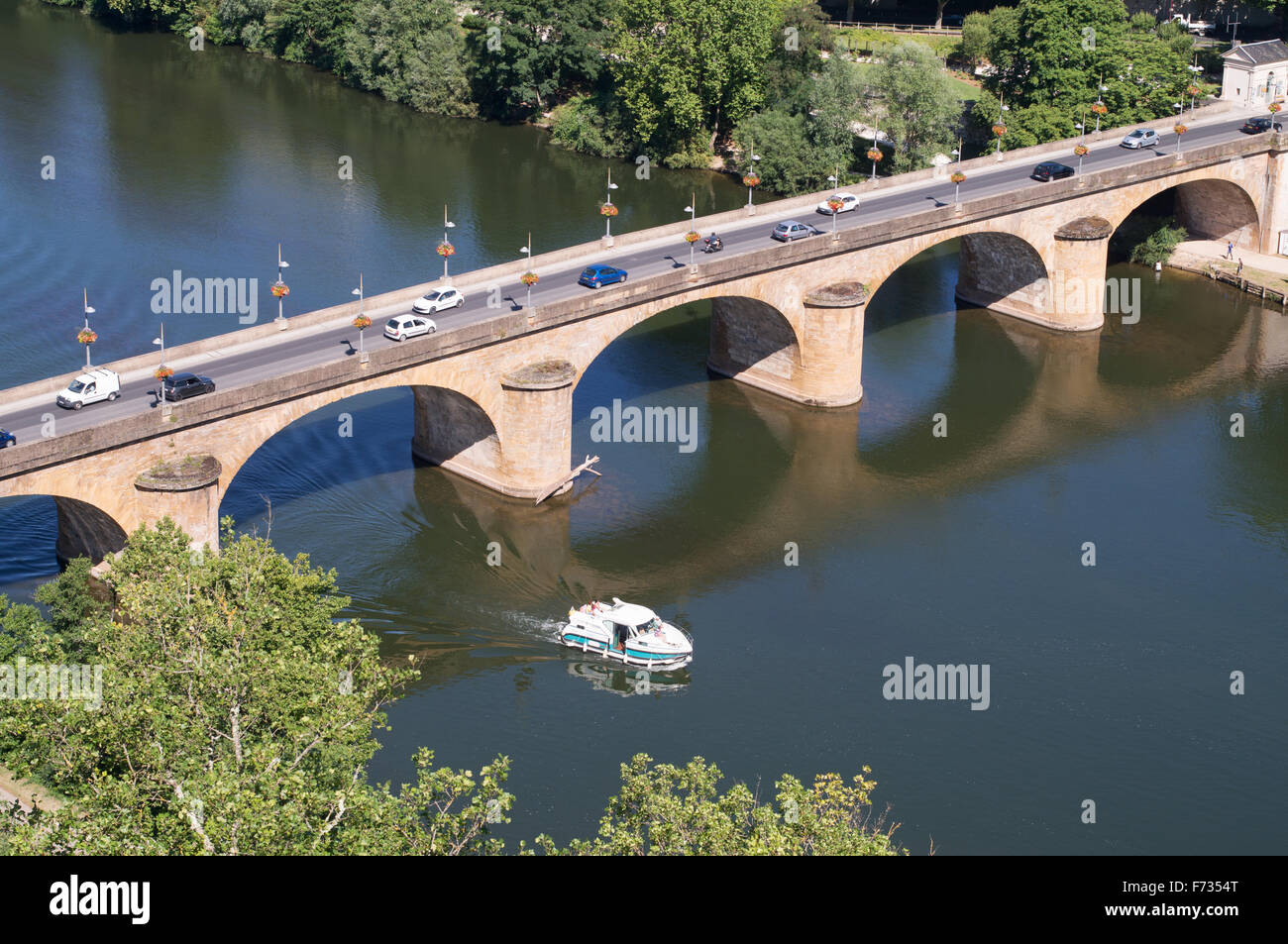 The Pont Louis-Philippe or road bridge over the river Lot in Cahors, Midi-Pyrénées, France, Europe - Stock Image