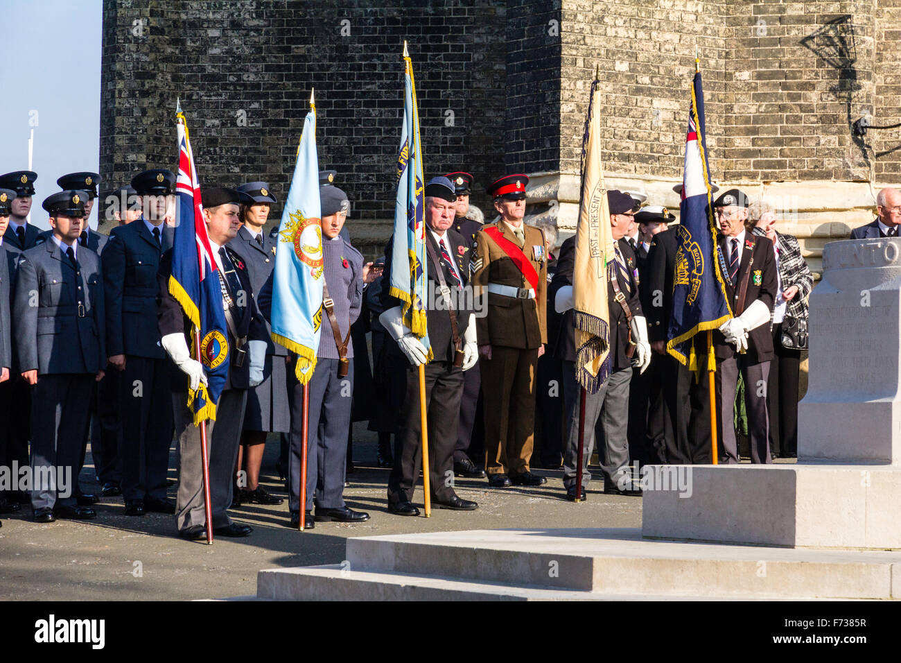 England, Ramsgate. Remembrance Sunday ceremony at war memorial. Old soldiers standing at attention with flags outside - Stock Image