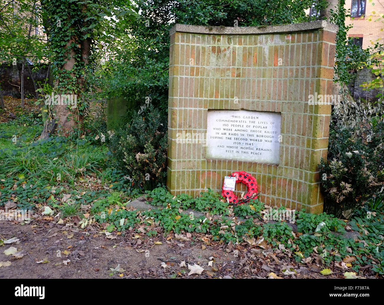 Memorial to those in Poplar, East London, killed in world war 2 air raids.  In Tower Hamlets Cemetery Park. - Stock Image