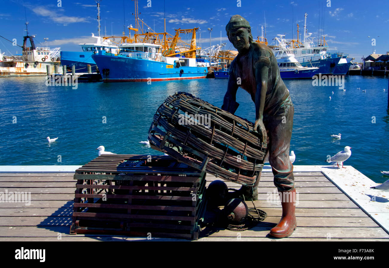 Bronze statue of fisherman in Fremantle fishing harbour, near Perth, Western Australia. - Stock Image