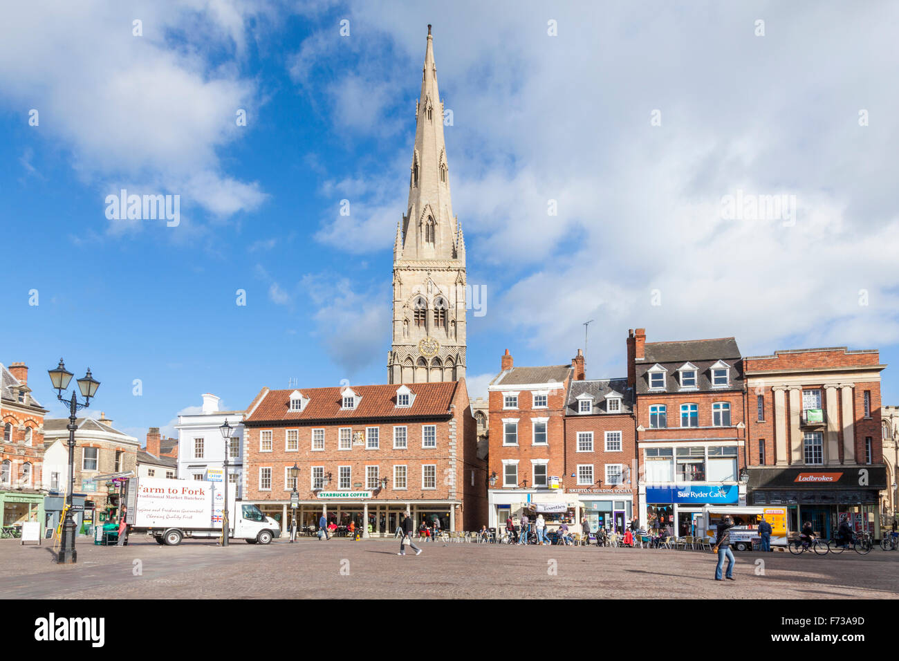 Market Place, Newark on Trent town centre in Nottinghamshire, England, UK, with St Mary Magdalene Church in the - Stock Image