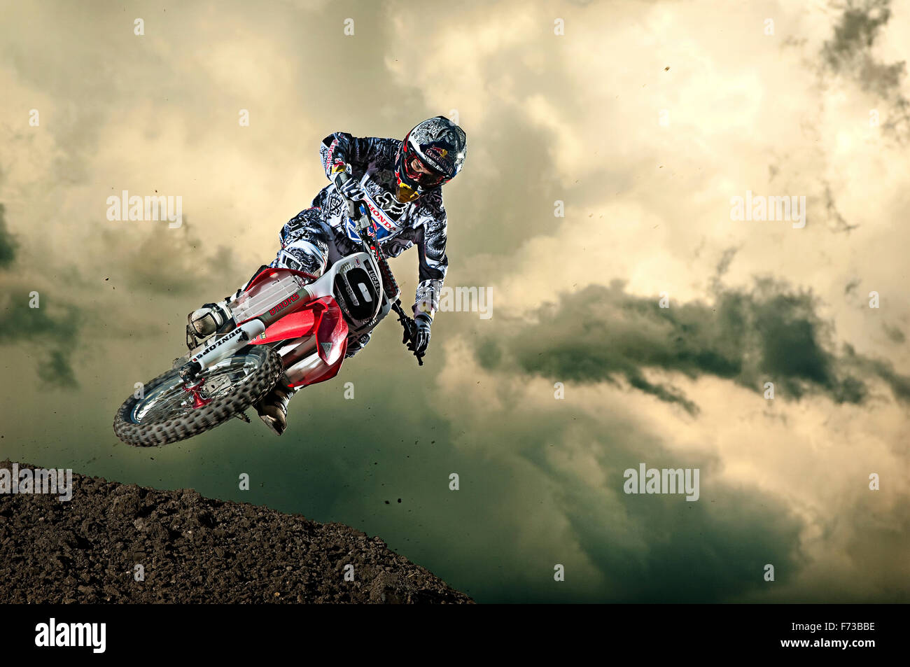 Ivan Tedesco crests over a hill at the Lakewood, Colorado Outdoor National. - Stock Image