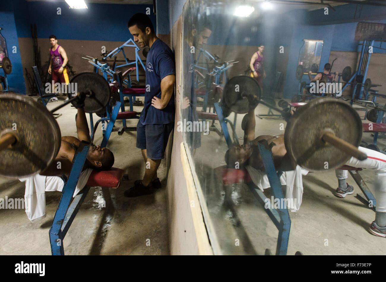 Men work out in a gym in Havana, Cuba. - Stock Image