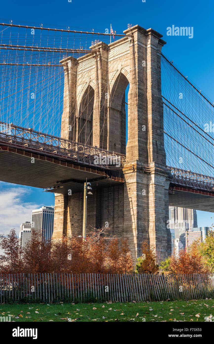 Low angle view of Brooklyn Bridge, Brooklyn, New York, USA - Stock Image