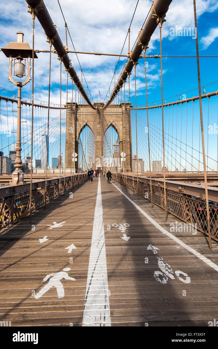 Pedestrian walkway on Brooklyn Bridge, New York, USA Stock Photo