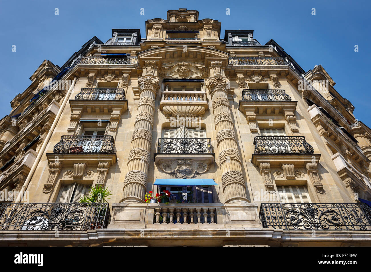 Paris architecture: haussmannian facade and ornaments in the 12th arrondissement, right bank - Stock Image