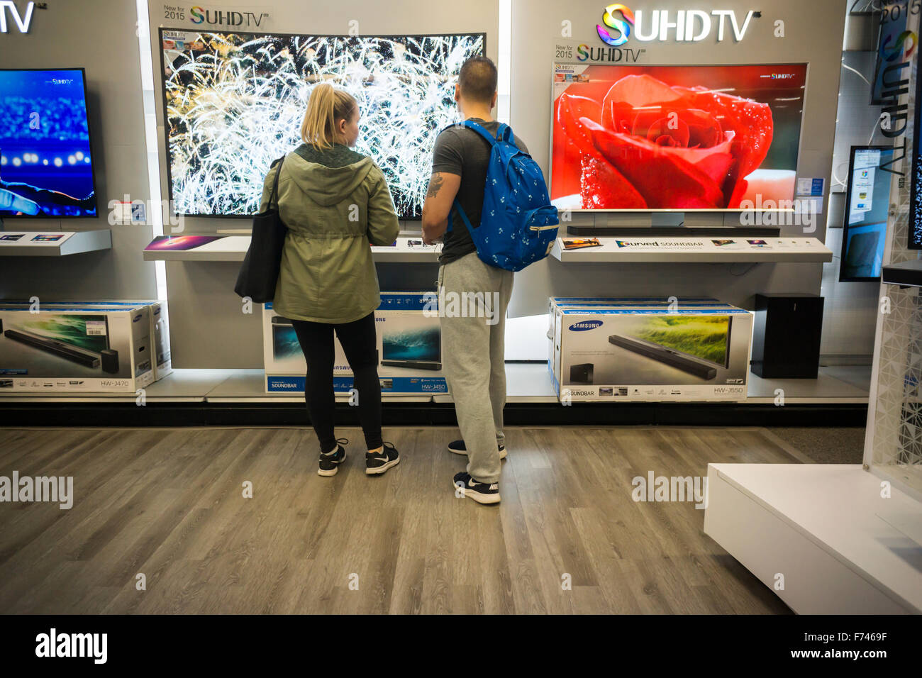 Customers browse Samsung 4K Ultra High Definition televisions in a Best Buy electronics store in Union Square in - Stock Image